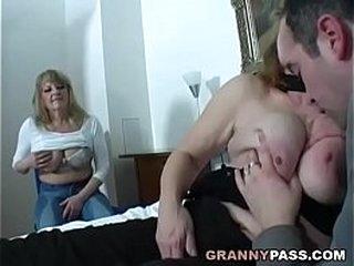 Old slut mom fucks real young cock