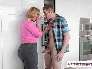 Mature Melanie Monroe helping teens fuck 8 min