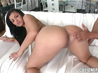 Perfect Colombian Teen with a Big Ass 5 min